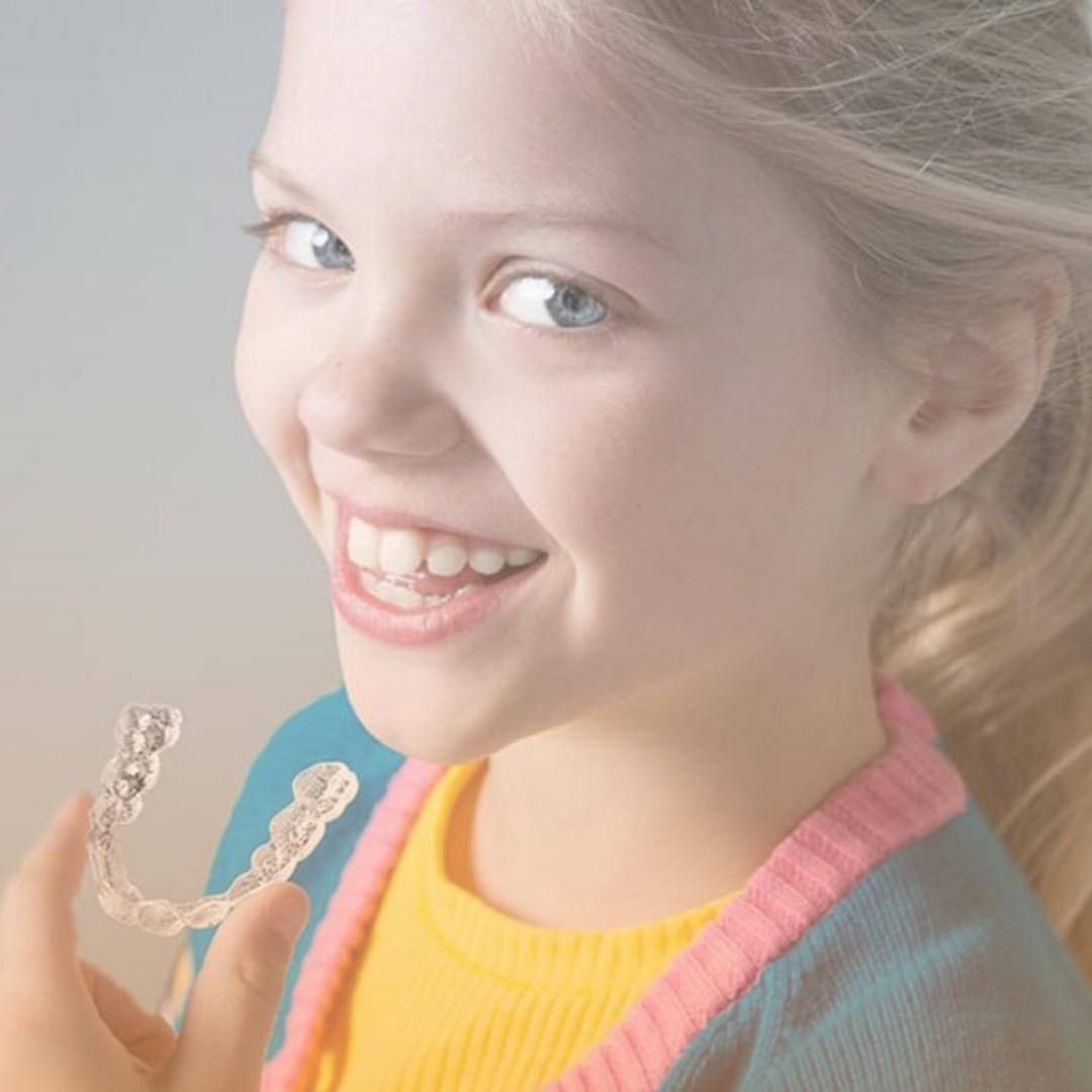 ortodoncia invisible para jóvenes